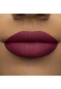 Too Faced - MELTED MATTE LIQUIFIED MATTE LONG WEAR LIPSTICK - Flüssiger Lippenstift - bend & snap! - 3