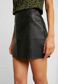 Missguided - FAUX SKIRT - Pouzdrová sukně - black - 4
