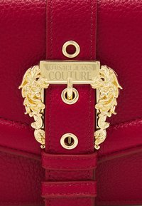 Versace Jeans Couture - GRANA BUCKLE CROSSBODY - Across body bag - blood - 3