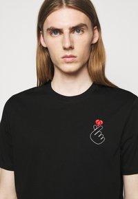 HUGO - DUNAGI - Print T-shirt - black - 4