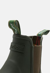 Barbour - FURY CHELSEA - Holínky - olive - 5