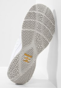 Reebok - WORK N CUSHION 3.0 - Neutral running shoes - white/steel - 4
