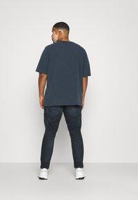 Tommy Jeans Plus - SCANTON SLIM - Slim fit jeans - CORNELL BLUE BLACK STRETCH - 2