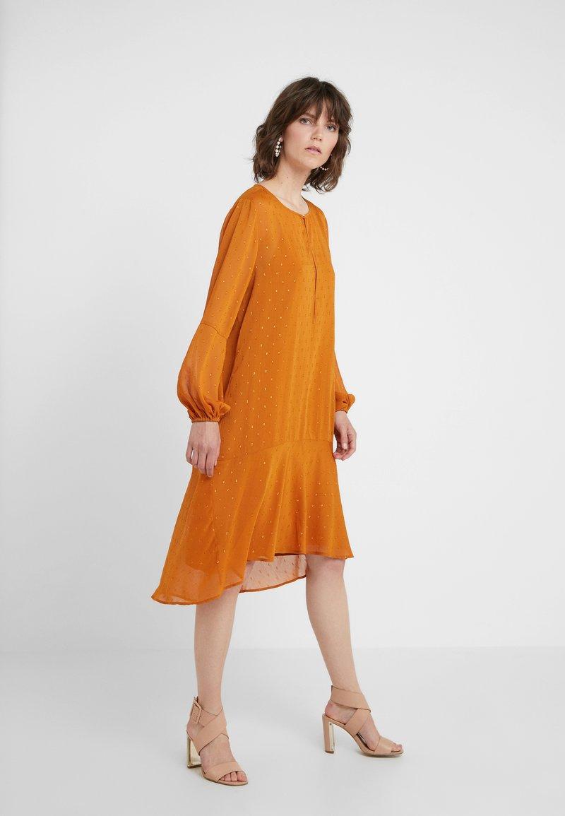 Bruuns Bazaar - MARIAH MADELINE DRESS - Vardagsklänning - sundan brown