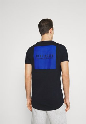 FRONT AND BACKPRINT - T-shirt med print - sky captain blue