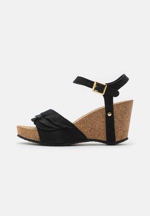 ELVIRA  - Sandalen met plateauzool - black