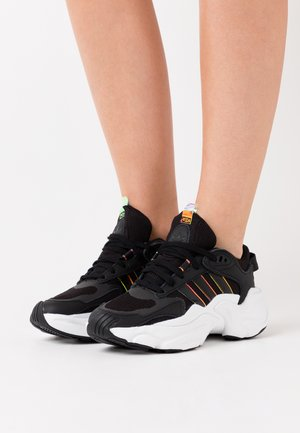 MAGMUR RUNNER SPORTS INSPIRED SHOES - Baskets basses - core black/footwear white