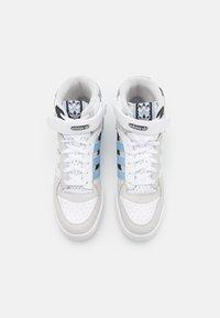 adidas Originals - FORUM MID UNISEX - Sneakersy wysokie - footwear white/ambient sky/core black - 3
