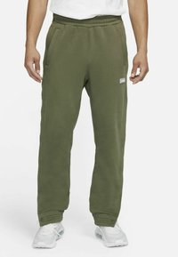Nike Performance - FC PANT - Träningsbyxor - medium olive/clear - 3