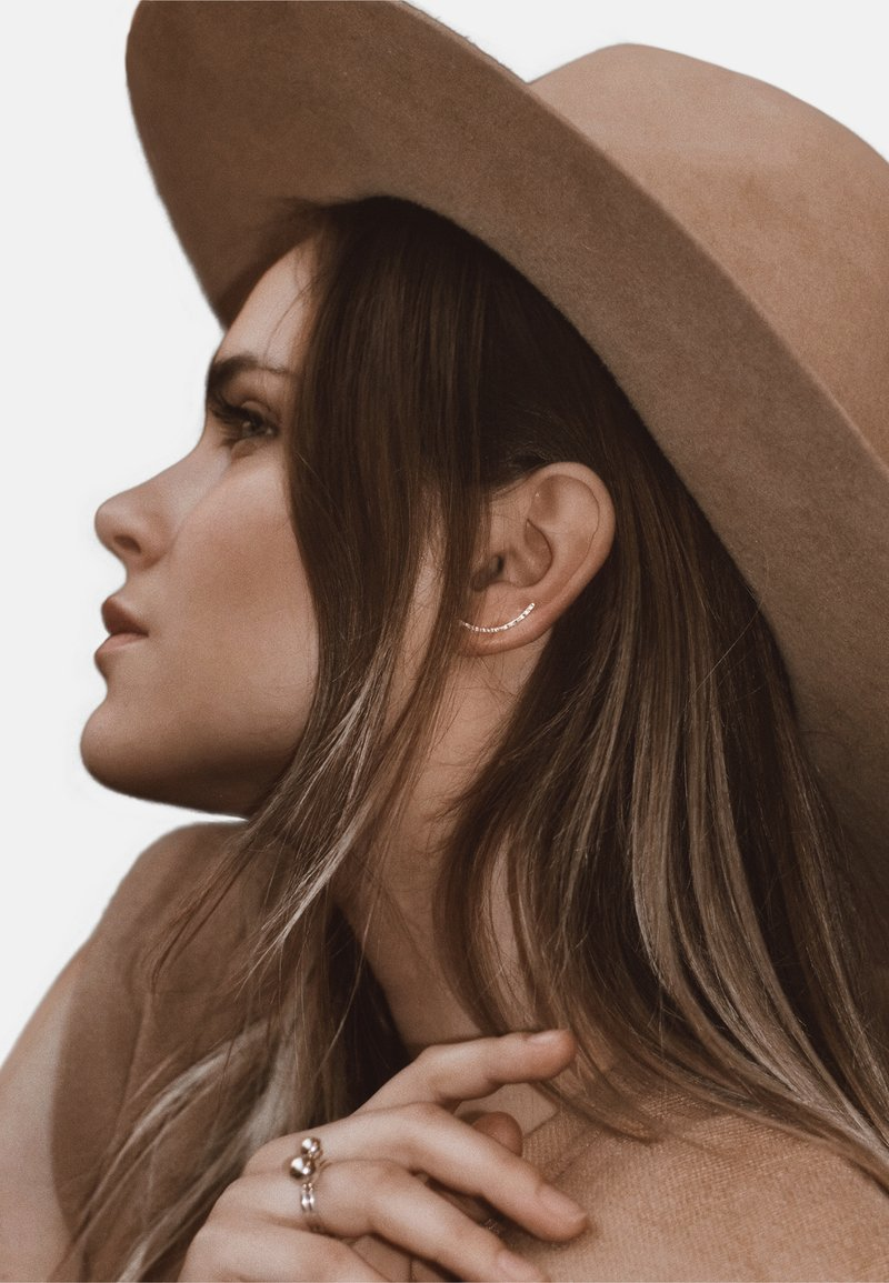 No More - HAMMERED CRAWLER EARRINGS - Earrings - silver