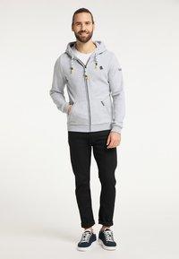 Schmuddelwedda - SWEATJACKE - Zip-up hoodie - hellgrau melange - 1