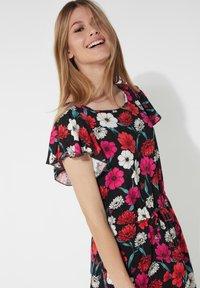 Tezenis - MIT VOLANTÄRMEL - Day dress - nero st.blossom pink - 2