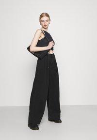 Monki - NANI PALAZZO - Jeans a sigaretta - black dark - 1