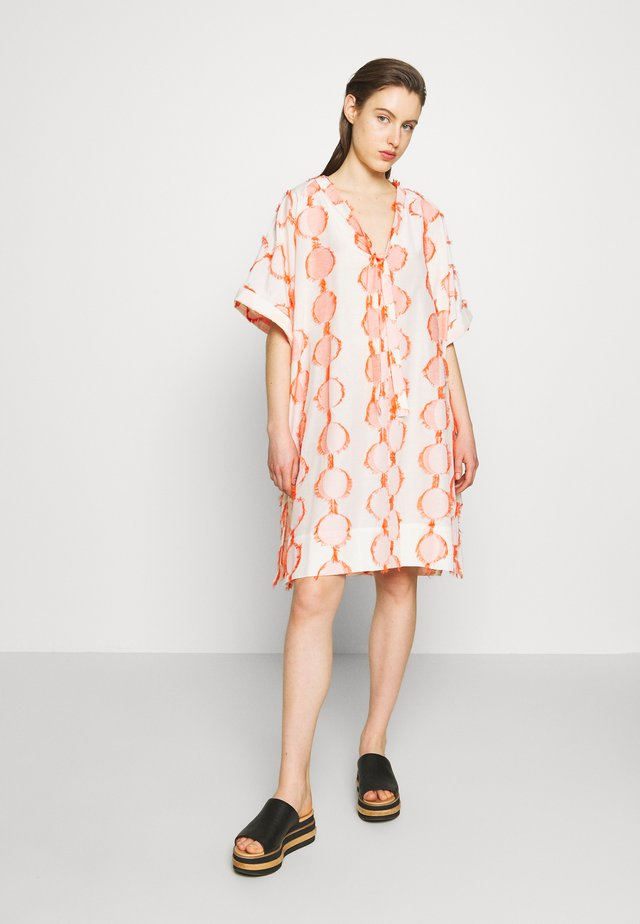 HANG ON DRESS - Korte jurk - cream moon