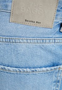 Bershka - TAPERED - Relaxed fit jeans - blue denim - 5