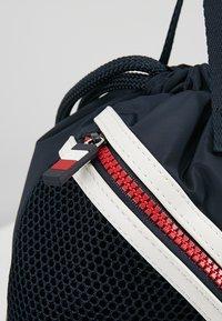 Tommy Hilfiger - CORPORATE DRAWSTRING BACKPACK - Sportovní taška - blue - 2