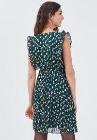 Cache Cache - Vestido informal - vert foncé - 2