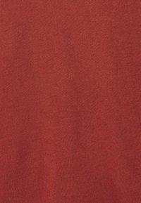 ONLY - ONLCARRIE CROSS BACK - Print T-shirt - burnt henna - 5