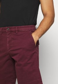 GAP - IN SOLID - Shorts - pinot noir - 4