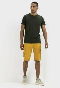 camel active - REGULAR FIT - Shorts - gold - 1