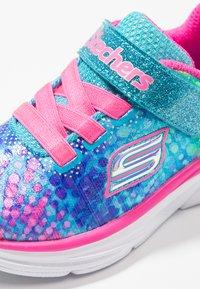 Skechers - WAVY LITES - Tenisky - multicolor/hot pink - 5