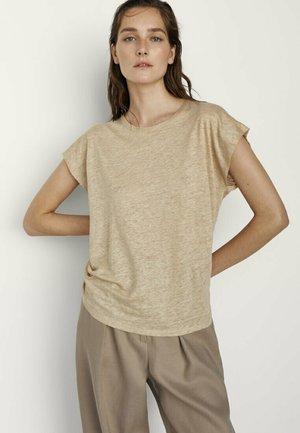 MIT RUNDHALSKRAGEN  - Basic T-shirt - beige