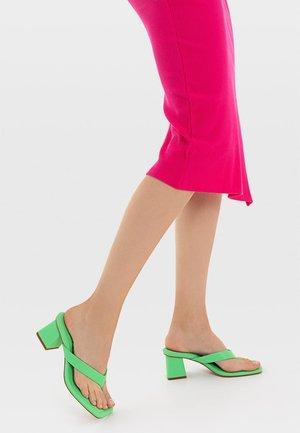 MIT ABSATZ - Sandály s odděleným palcem - light green
