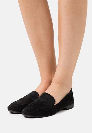 WOMS  - Nazouvací boty - black