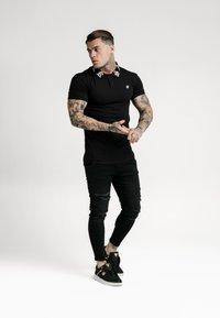 SIKSILK - OLD ENGLISH - Polo shirt - black - 1