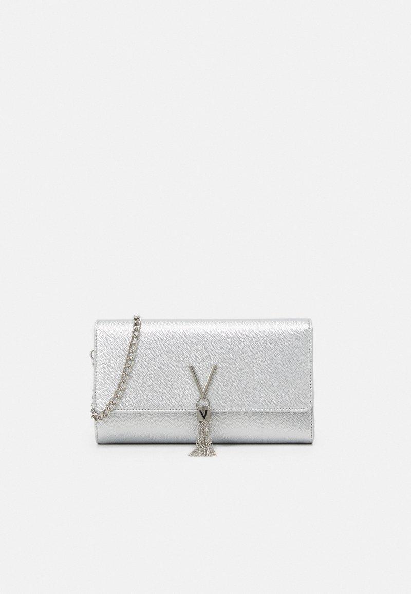 Valentino Bags - DIVINA - Clutch - argento