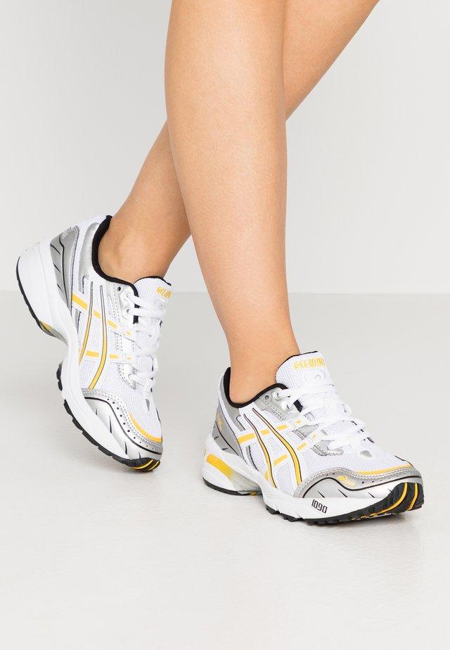 GEL 1090 - Sneakers - white/saffron