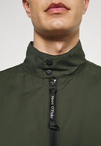 Marc O'Polo - JACKET REGULAR FIT STAND UP COLLAR - Summer jacket - dried herb - 4