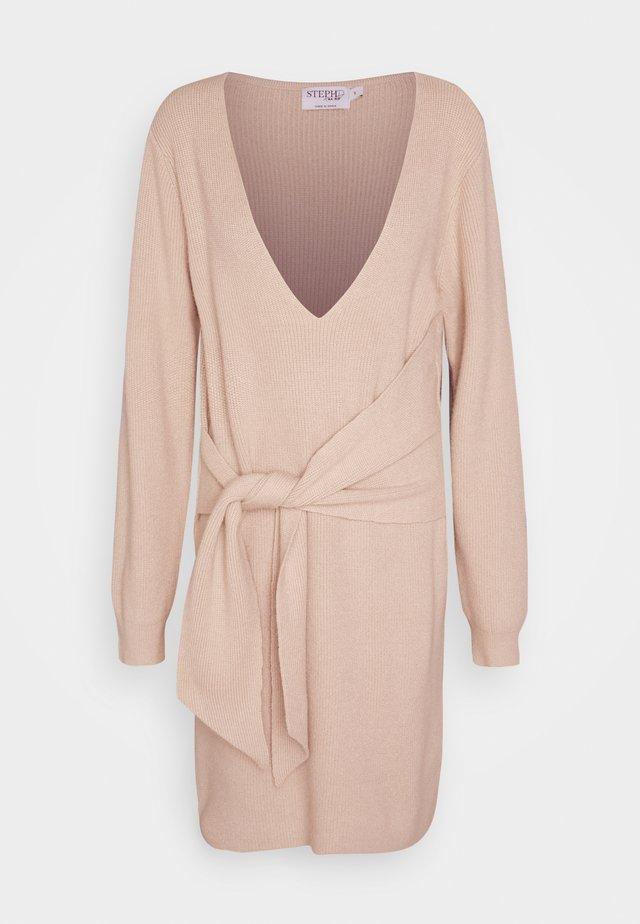 STEPHANIE DURANT X NA-KD - Jumper dress - beige