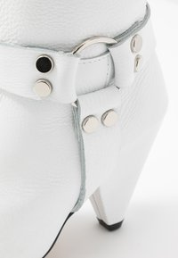 L37 - EVEN LOUDER - High heeled boots - white - 2