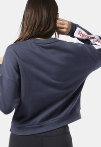 Reebok - TRAINING ESSENTIALS LOGO CREW SWEATSHIRT - Sweatshirt - heritage navy - 1