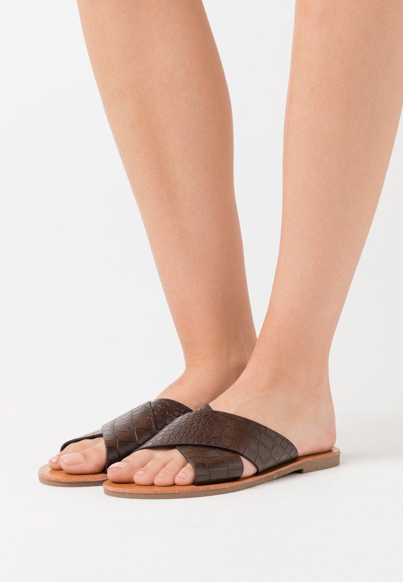 Glamorous - Pantofle - brown