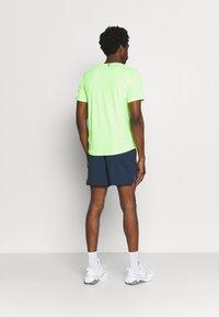 Puma - RUN LOGO TEE - Camiseta estampada - green glare - 2