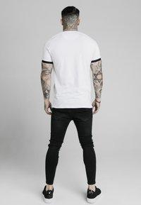 SIKSILK - RAGLAN TAPE GYM  - T-shirt con stampa - white - 2