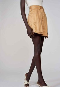 Astrid Black Label - Shortsit - camel - 2