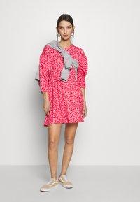 Wednesday's Girl - DROP SHOULDER BALLOON SLEEVE MINI DRESS - Trikoomekko - red/pink - 1