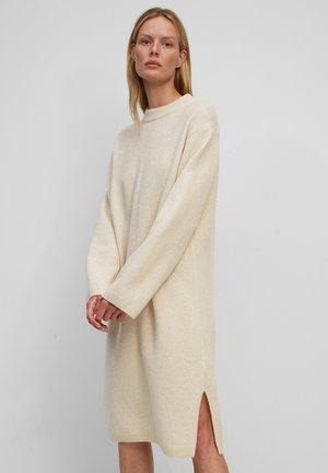 AUS SOFTER QUALITÄT - Shift dress - wheat white