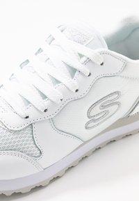 Skechers Sport - OG 85 - Sneakers laag - white/silver - 2