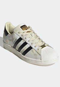 adidas Originals - SUPERSTAR SHOES - Baskets basses - white - 3