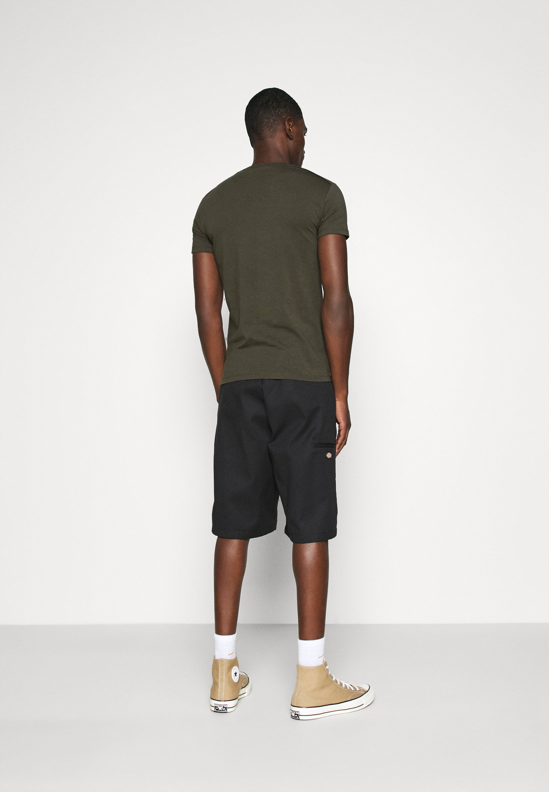 Antony Morato SPORT ROUND NECK COLLAR WITH PLAQUETTE ON CHEST - Basic T-shirt - green 8zWwq