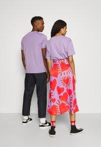 YOURTURN - 2 PACK UNISEX - T-shirt - bas - purple/black - 2
