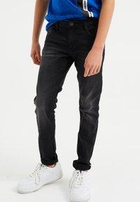 WE Fashion - Slim fit jeans - black - 1