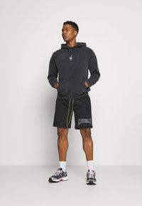 Mennace - Shorts - black - 1