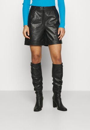 SLFLEA - Shorts - black
