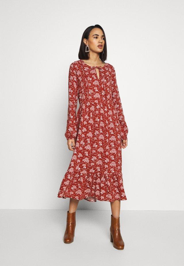 LISSY  - Denní šaty - chutney