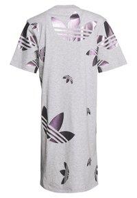 adidas Originals - LOGO DRESS - Vestido ligero - medium grey heather/true pink - 1